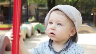 Child on swing — Stock Video