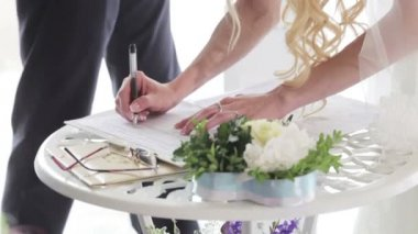 Marriage sign contract — Stock Video