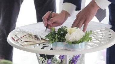 Signing marriage contract man — Stock video