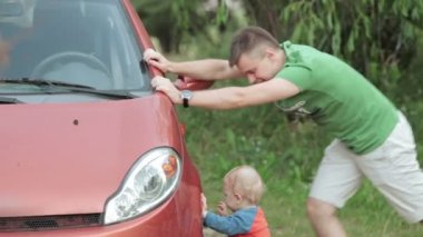Dad and son are repairing car — Stock Video