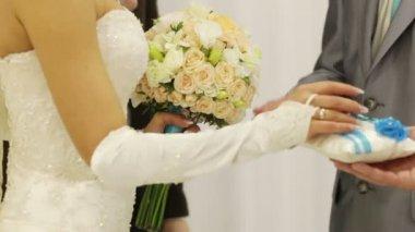 Exchanging wedding rings — Stock Video