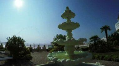 Fountain near mansion — Stock Video