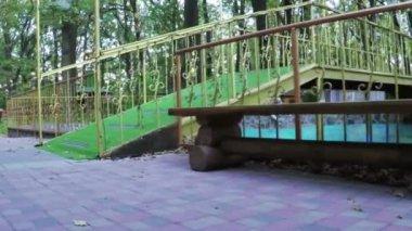 Vijver in recreatiegebied — Stockvideo