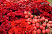 Wedding background of the red fruits and flowers — Stock Photo