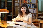 In der bibliothek — Stockfoto