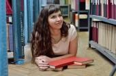 Dans la bibliothèque — Photo