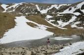 Mountain cirque with a glacial lake in the Madriu-Perafita-Claror valley — Stock Photo