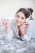 Chilling out at home listening to music — Stock Photo