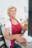 Customer paying at the butcher shop — Stock Photo