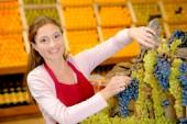 Female fruit stall worker — Fotografia Stock