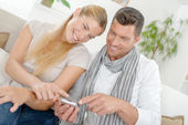 Couple laughing at a text message — Stock Photo