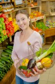 Proud of her vegetable basket — Stock Photo