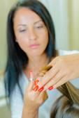 Aparelhador do cabelo duro no trabalho — Fotografia Stock