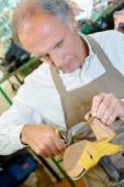 Experienced shoemaker hard at work — Stock Photo
