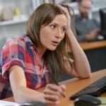 schockiert Büroangestellter — Stockfoto #76707651