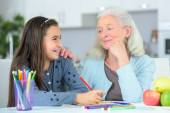 Little girl drawing wuth grandma — Stock Photo