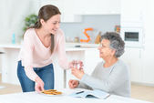 Senior lady needs to take her pills — Stock Photo