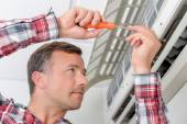Trying to repair the air conditioning unit — Stock Photo