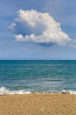 Tropical blue sea and blue sky with clouds — Stock Photo
