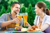 Smiling bavarian couple at Oktoberfest — Stock Photo