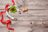 Horseshoe, shamrock and champagne cork on old wooden — Stockfoto