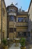 Dziedziniec w leeds castle, maidstone, anglia — Zdjęcie stockowe