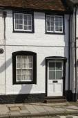 White and black cottage facade, Henley on Thames  — Stock Photo