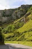 Weg en kliffen in Cheddar gorge, Somerset — Stockfoto