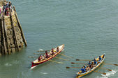 Two teams exit the seawall at Clovelly, Devon — Stock Photo
