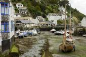 Dry harbour at Polperro village, Cornwall — Stock Photo