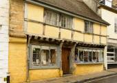 Yellow wattle house,  Sherborne — Stock Photo