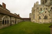Cathedral cloister, Chichester — Stock Photo