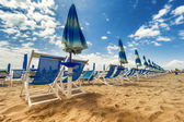 Umbrellas and chairs in Versilia, Italy — Stock Photo