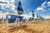 Umbrellas and chairs in Versilia, Italy — Stock Photo