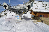 Ski chair-lift arrival in alpine mountain — Stock Photo