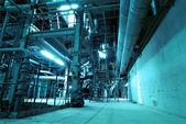 機器、ケーブルおよび配管として産業ポウの内部が見つかりました — ストック写真