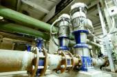 Průmyslová zóna, ocelové potrubí, ventily a čerpadla — Stock fotografie