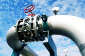 Industrial zone, Steel pipelines and valves — Stock Photo