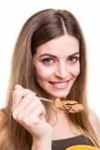 Mujer comiendo cereales — Foto de Stock