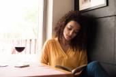 女性の読書 — ストック写真