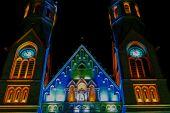 Различные церкви ночного освещения — Стоковое фото