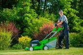 Professional Lawn Mowing — Stock Photo