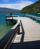 View from a wooden jetty over Lake Annecy — Zdjęcie stockowe