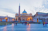 Saint Peter's Basilica in Vatican City at Dusk, Rome — Stockfoto