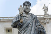 Saint Peter sculpture in front of Basilica in Rome, Italy. — Stock Photo