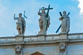 Statues above St. Peter Basilica in Rome. — Stock Photo