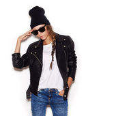 Woman in sunglasses and black leather jacket and beanie — Stock Photo