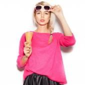 Pretty blonde girl  eating ice cream — Stock Photo