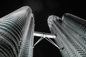 KUALA LUMPUR, MALAYSIA - JANUARY 14: Nightscape of Petronas Twin Towers — Stock Photo