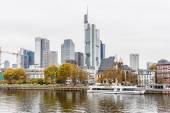 набережная речного основного, франкфурт - мэн, германия — Стоковое фото